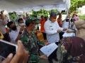 Bupati Dompu Tinjau Penyaluran BST Tahap Satu di Kantor Pos Giro Dompu
